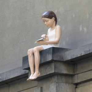 Klementinum - holčička s vlaštovkou